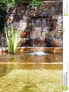 Gartenteich Mit Wasserfall : gartenteich mit wasserfall stockbild bild von garten 42411123 ~ A.2002-acura-tl-radio.info Haus und Dekorationen