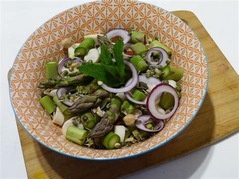 cuisine ethiopienne salade bien être aux asperges et légumineuses germées
