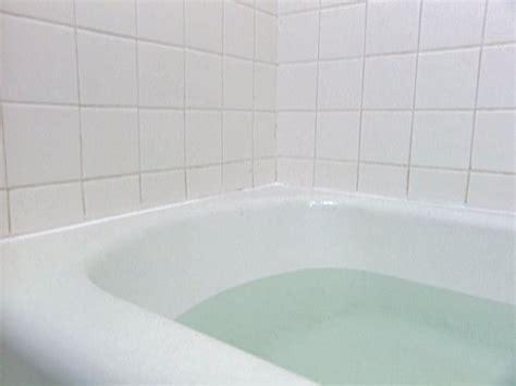 How To Recaulk A Bathtub  Howtos Diy