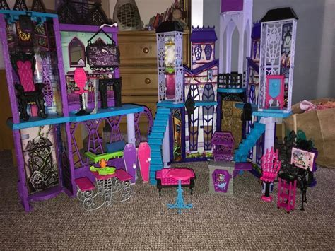 Monster high Castle including accessories, extras   in