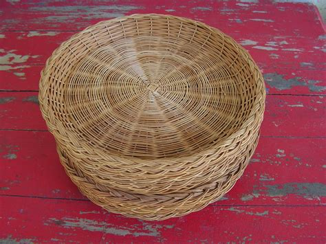 twelve  paper plate wicker baskets    picnic