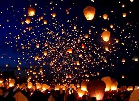 thousands of sky lanterns light the indyskye transcentral