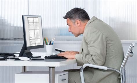 travail de bureau comment adopter une bonne posture assise pour le dos au
