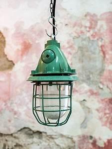 Lampe Suspension Industrielle : lampe grande verte industrielle suspension verre grille ~ Dallasstarsshop.com Idées de Décoration