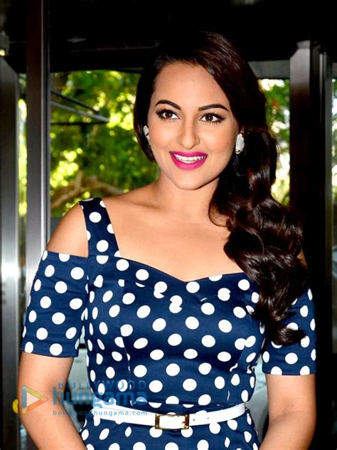 sonakshi sinha weight height measurements bra size ethnicity