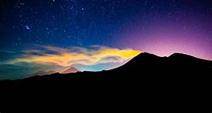 wordlessTech | Volcan de Fuego at Night
