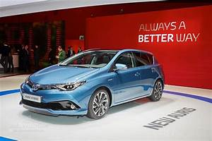 Toyota Auris 2015 : toyota auris grabs downsized turbo engine in geneva autoevolution ~ Medecine-chirurgie-esthetiques.com Avis de Voitures