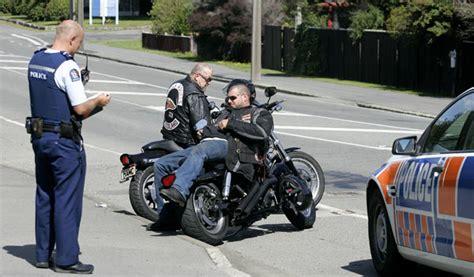police smash    gangs hq stuffconz