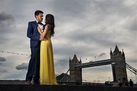pre wedding photoshoot poses ideas   couple