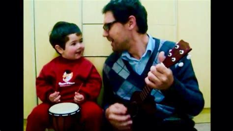 """Baby Boy Sings """"hey Jude"""" With His Dad"""