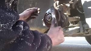 Changement Injecteur Peugeot 207 : peugeot 207 changement disques plaquettes de frein avant youtube ~ Gottalentnigeria.com Avis de Voitures