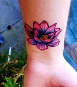 Fleur Lotus Tatouage : photo tatouage fleur de lotus poignet ~ Mglfilm.com Idées de Décoration