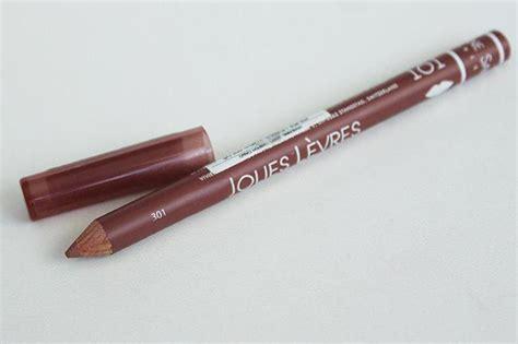 Как стилисты подбирают карандаш для губ