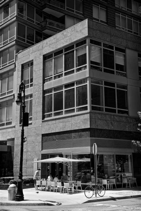 Rolladen für Eckfenster » Außen oder innen anbauen?