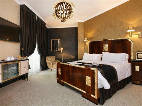 Goldene Tapete Schlafzimmer by Goldene Tapeten Strahlen W 228 Rme Aus Und Sorgen F 252 R Magische