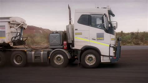 volvo australia trucks volvo trucks 175 tonnes road train through the australian