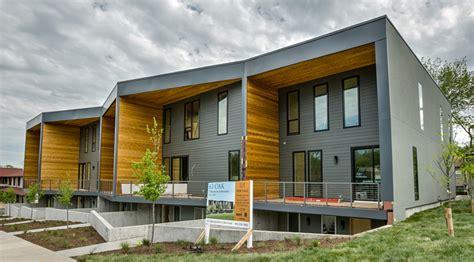 three bedroom townhomes 63 oak 417 3 bedroom townhouse uc b properties