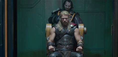thor ragnarok trailer pits the hulk and thor in battle time