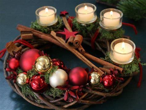 """Weihnachtskranz """"kugli"""" Aus Dunklem Holz, Roten Kugeln Und"""