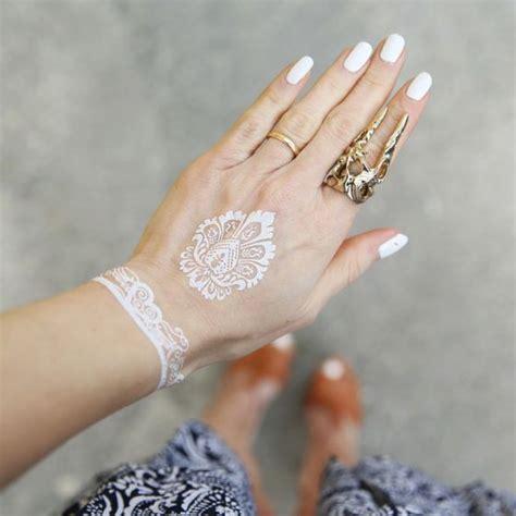 tatuajes blancos ideas  disenos  tatuajes de tinta blanca