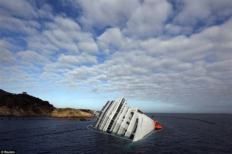Oceanos Sinking Toll by Costa Concordia Toll Rises To 15 And Divers Reveal