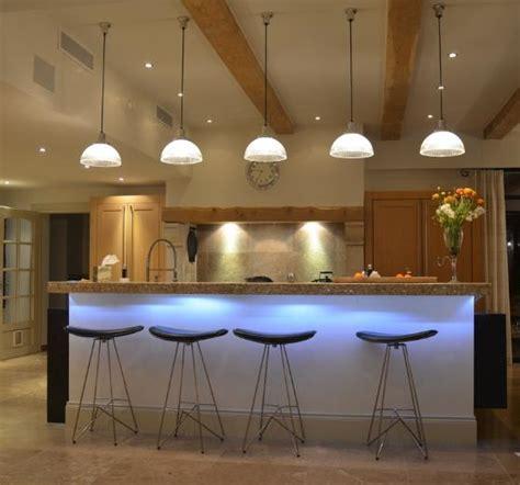 table bar cuisine design conseils de pro pour l 39 éclairage de votre table synergie