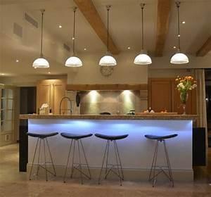 Table Bar Cuisine : conseils de pro pour l 39 clairage de votre table synergie d co ~ Teatrodelosmanantiales.com Idées de Décoration