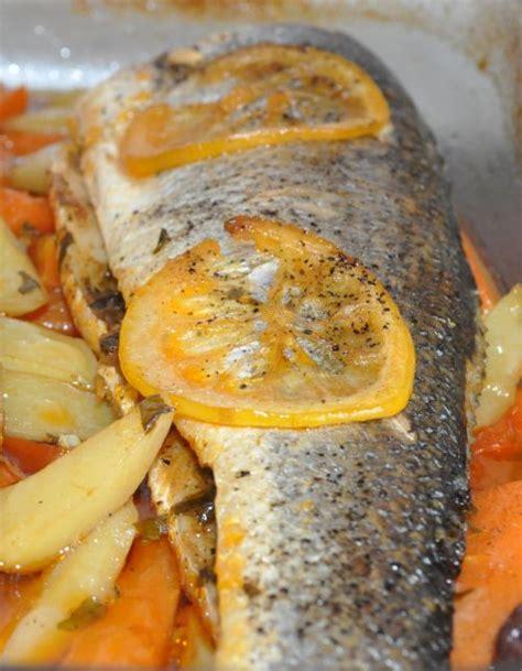 cuisiner le poisson au four bar au four poisson crustacés bar