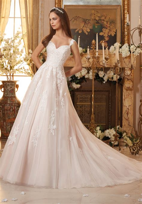 Embroidered Lace Appliques On Tulle Wedding Dress Style