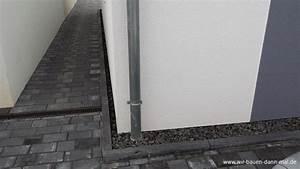 Spritzschutz Ums Haus Wie Tief : ein steinstreifen als spritzschutz f r die hausfassade wir bauen dann mal ein haus ~ Eleganceandgraceweddings.com Haus und Dekorationen