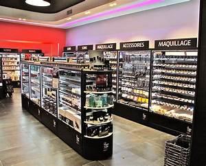Boutique De Meuble : agencement de magasins amenagement magasin fabricant ~ Teatrodelosmanantiales.com Idées de Décoration