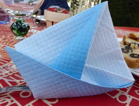 pliage de serviette de table en forme de bateau de voilier r 233 aliser un voilier avec une