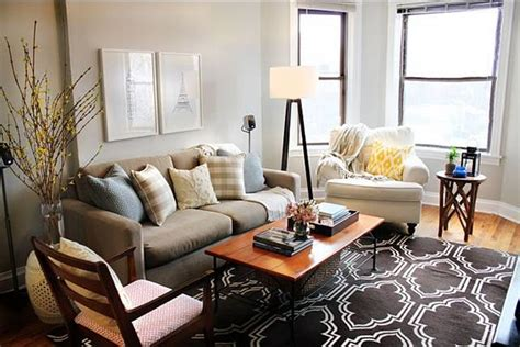 picture yourself in a living room browne trellis rug contemporary living room behr