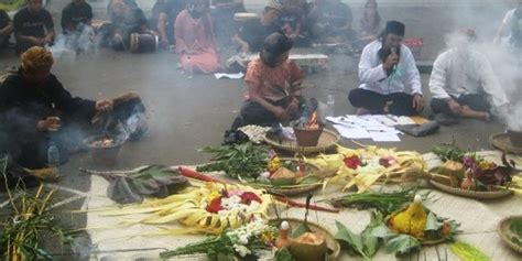 Aborsi Tradisional Jawa Timur Arti Tumbal Dan Bakar Kemenyan Dalam Ritual Ngaruat