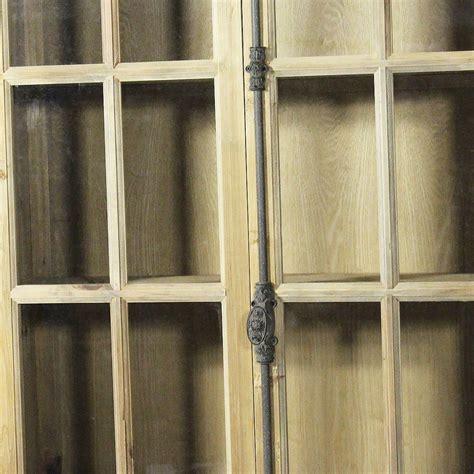 vieux bureau en bois bibliothèque vitrée bois massif petits carreaux 2 portes