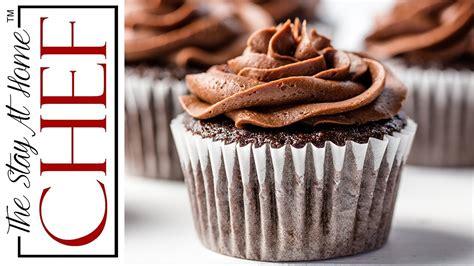joy  baking chocolate cupcakes