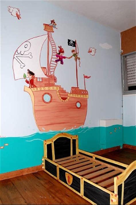 chambre de pirate une chambre quot pirate quot dessin sur mur chambre de bébé