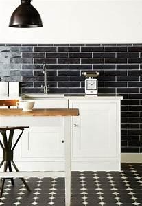 carrelage metro noir qui invite lelegance dans nos domiciles With carrelage cuisine noir et blanc