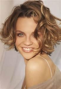 Carré Court Frisé : coupe de cheveux carre court frise ~ Melissatoandfro.com Idées de Décoration