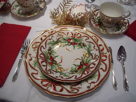 christmas china holiday dinnerware dishes tea italian tiffany patterns plates tables she today table fun noel sets spode visit xmas