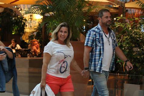 De Shorts, Andréia Sorvetão Curte Sábado Com Maridão E