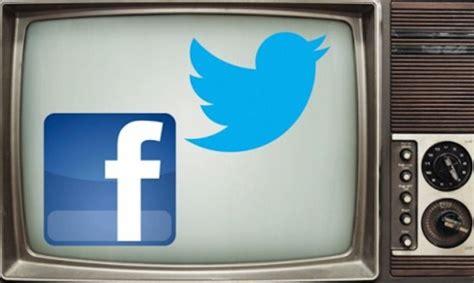 la poste si鑒e social guardare la tv mentre si parla nei social un italiano su due lo fa urbanpost