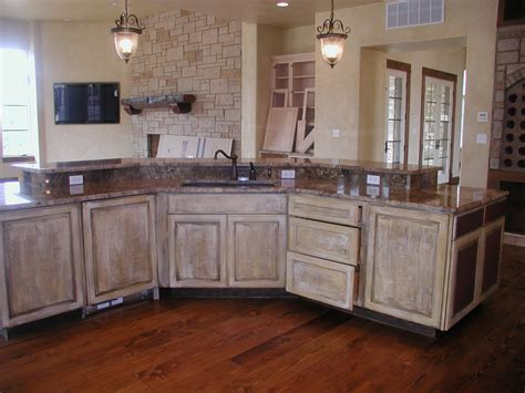 Enjoyable Vintage Kitchen Designs With White Distressed