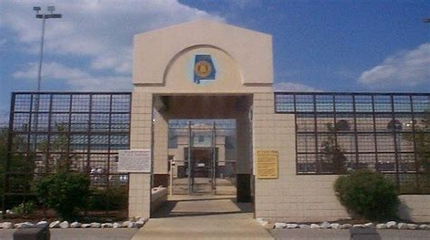 alabama corrections officers face felony charges