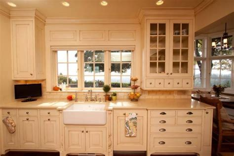 Kitchen Paint Color Trends by Popular Kitchen Cabinet Color Trends For 2019 Sundeleaf