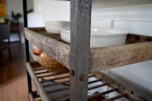 Etagere Industrielle Vintage : industrial shelving for bread antique in metal and wood ~ Teatrodelosmanantiales.com Idées de Décoration