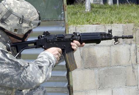 Fabrique Nationale Fn Fnc Assault Rifle / Assault Carbine