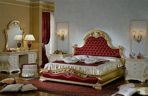 Luxus Schlafzimmer Doppelbett Nachtkonsolen Barocco Gold