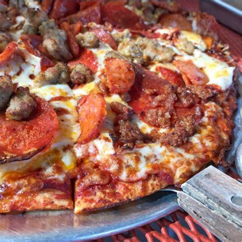 round table pizza natomas blvd round table pizza 41 fotos y 62 reseñas pizzería