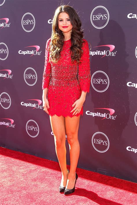 selena gomez net worth private life movies songs awards pictures  wallpapers celeb lives